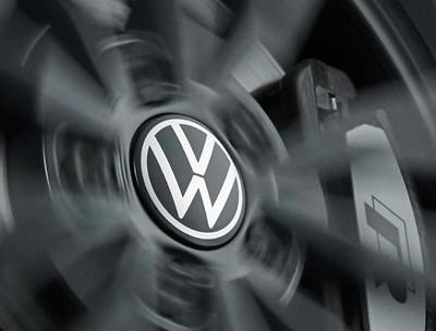 Nabenkappe für LM-Felge dynamisch, mit stehendem Logo im Fahrbetrieb, neues VW Logo